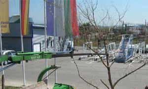 Преместване на едроразмерно дърво с кран (снимки Лукс Гарден ООД)