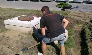 Изкопаване на канал за засаждане на жив плет (снимки Лукс Граден ООД)