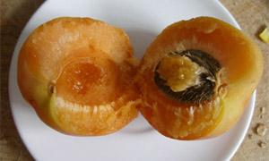 Кайсия - плод и вътрешността на плода
