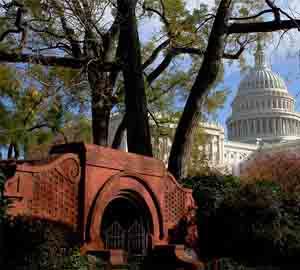 Белия дом и един от неговите изходи